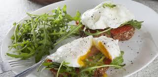 Тосты с неркой и яйцом-пашот