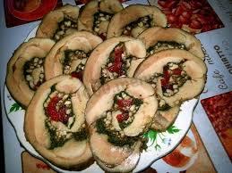 Рулет из индейки со шпинатом и грецкими орехами