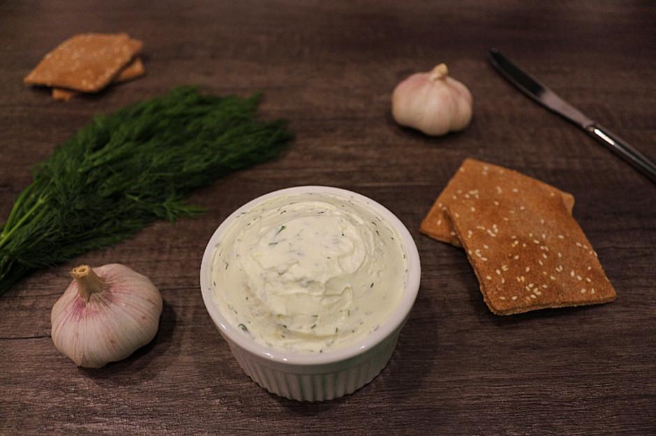 Сливочный сыр с зеленью и чесноком