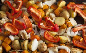 Перловка с вялеными помидорами, перцем и грибами