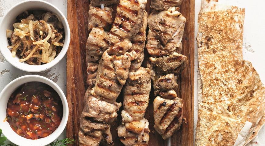 Классический свиной шашлык с луком