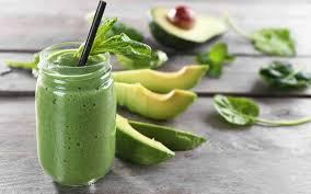 Огуречный смузи с авокадо и шпинатом