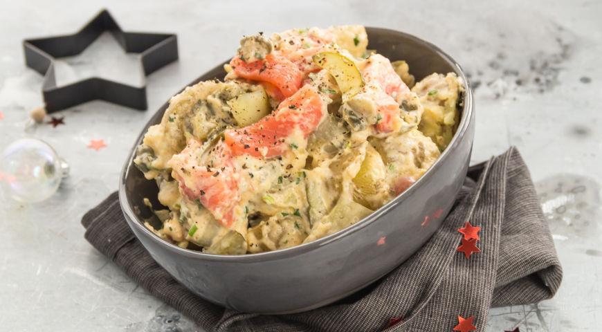 Новогодний салат с лососем