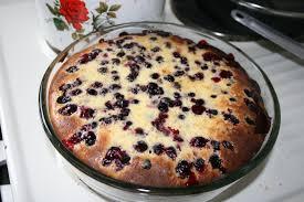 Творожный кекс с черной смородиной и изюмом