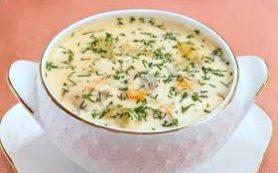 Сливочный суп с плавленым сыром на курином бульоне