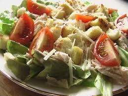 Простой салат Цезарь с курицей