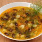 Постный суп с черной фасолью и сыром тофу