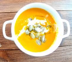 Тыквенный крем суп со сливками, кальмаром и семечками