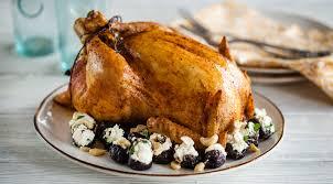Цыпленок, фаршированный творогом и орехами
