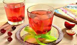 Напиток из красной алычи и вишни