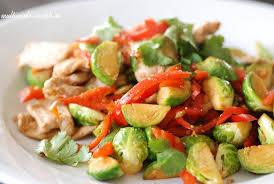Тёплый салат с брюссельской капустой и картофелем