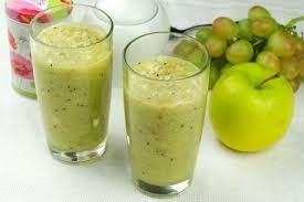 Яблочно-банановый смузи с виноградом
