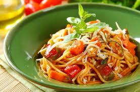 Паста с овощами и томатным соусом