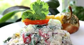 Картофельный салат с мясом гирос и дзадзики (тцацики)