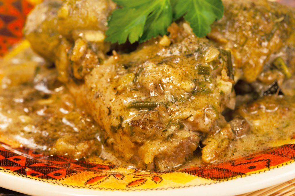 Мясо с горчицей и сметаной в духовке