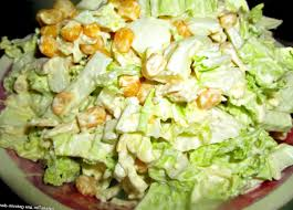 Хрустящий салат из пекинской капусты с сыром и сухариками