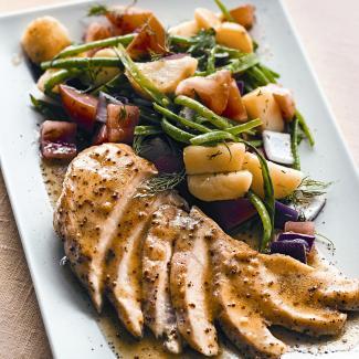 Куриное филе на гриле с летним салатом