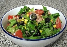 Зеленый салат с тунцом и спаржей