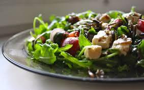 Салат с индейкой, фетой и черешней