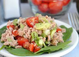Тунец и помидоры, салат на скорую руку