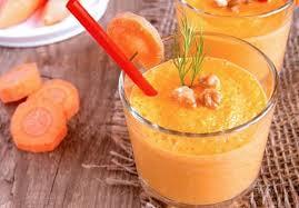 Морковно-банановый смузи с апельсином, куркумой и имбирём