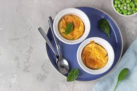 Сырное суфле с зеленым горошком