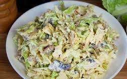 Легкий салат с тунцом и савойской капустой