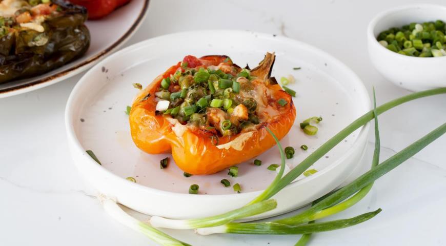 Быстрый фаршированный перец с курицей и овощами