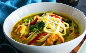 Тайский кокосовый суп с лапшой и креветками