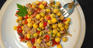 Салат с тунцом и нутом ( по-испански )