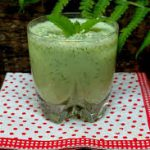 Огуречный ласси с зеленью и кунжутом