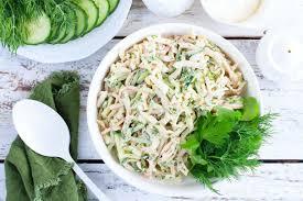 Салат из кальмаров со свежими огурцами и орехами