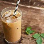 Взбитый холодный кофе с молоком