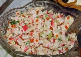 Салат из крабовых палочек и кальмаров «Морской каприз»