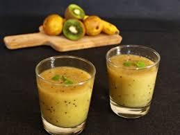 Яблочно-банановый смузи с апельсиновым соком и семенами льна