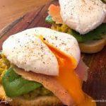 Тост с индейкой и яйцом пашот