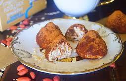 Трюфели из творожного сыра с орехами и клюквой