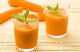 Смузи из моркови и сельдерея, с апельсиновым соком и мёдом