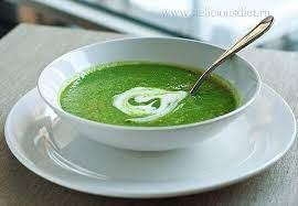 Суп со шпинатом и соусом