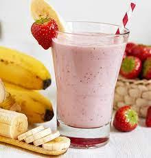 Смузи из замороженных ягод с овсяными хлопьями и бананом