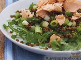 Салат из семги с чечевицей