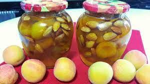 Клубнично-абрикосовый конфитюр с миндалем