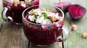 Свекольный суп с брынзой и редисом