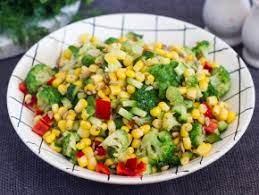 Салат с кукурузой и брокколи