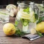 Огуречно-лимонный напиток с имбирём и мятой