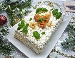Закусочный слоеный торт с красной рыбой, сливочным сыром и авокадо